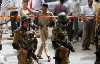 Hindistan'da bombalı saldırı! Ölü ve yaralılar...