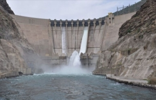 Karakaya Barajı'ndan su tahliyesine başlandı