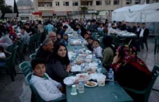 Kilis'te 5 bin 500 Türk ve Suriyeli birlikte...