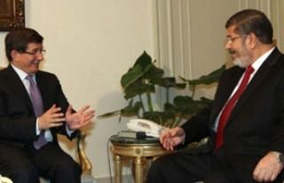 Ahmet Davutoğlu, yakın arkadaşı Muhammed Mursi'nin...