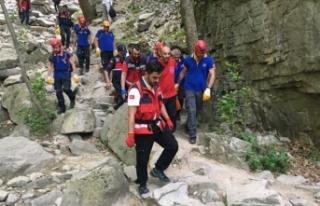 Bursa'da özçekim yaparken kayalıklardan düşen...