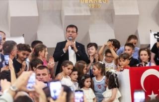 Ekrem İmamoğlu, Bayrampaşa'da vatandaşlarla...