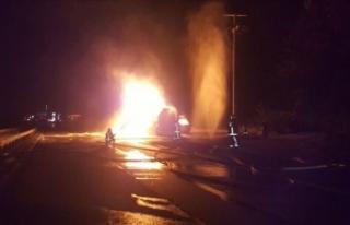 Sakarya'da etil asetat yüklü tanker yandı:...