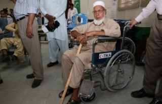TİKA'dan ihtiyaç sahibi Pakistanlılara tekerlekli...