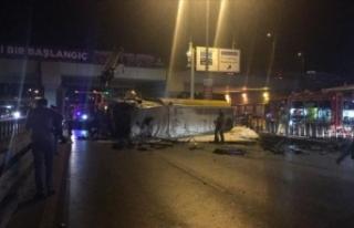 Avcılar'da akaryakıt yüklü tanker devrildi:...