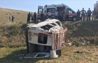 Feci kaza! Minibüs şarampole devrildi: 1 ölü,...