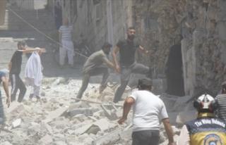 İdlib kent merkezini de vurdular: Çok sayıda ölü...