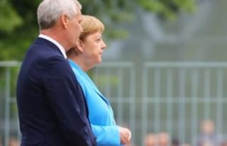 Merkel 3'üncü kez titredi