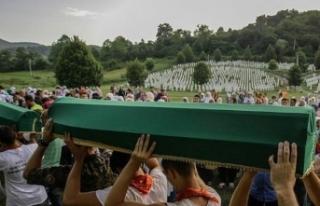Srebrenitsa kurbanlarının cenazeleri anıt mezarlığa...