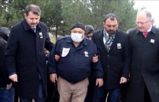 Erdoğan, İdlib şehidinin babasına başsağlığı...
