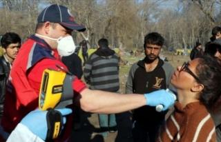 Sınırda bekleyen sığınmacılara sağlık hizmetleri...