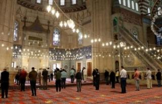 Edirne'de Selimiye Camisi'nde namaz kılmanın...
