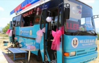 Hurda otobüs engelliler için kafeteryaya dönüştürüldü