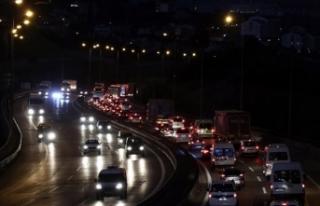 Anadolu Otoyolu'nun Kocaeli kesiminde trafik...
