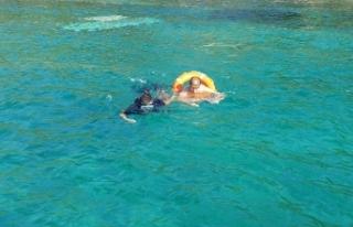 Su alan teknedeki 5 kişiyi sahil güvenlik ekipleri...