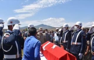 İzmir'de hayatını kaybeden asker Kars'ta...