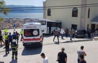 Jandarma personelini taşıyan midibüs kaza yaptı!...