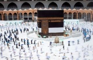 Kutsal topraklardaki Müslümanlar ziyaret tavafını...