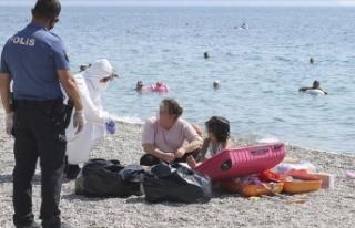 Antalya'da karantinada olması gereken kadın...