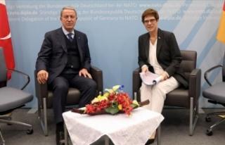 Bakan Akar, Almanya Savunma Bakanı Kramp-Karrenbauer...