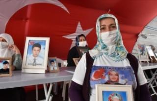 Diyarbakır annelerinden Akkuş, kızını bekliyor