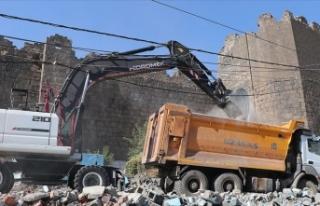 Diyarbakır surları kaçak yapılardan arındırılıyor