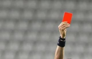 İkinci sarıdan kırmızı kart gören futbolcu,...