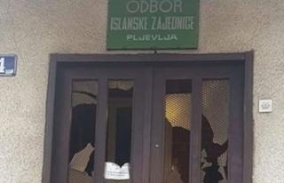 İslam Birliği binasına çirkin saldırı