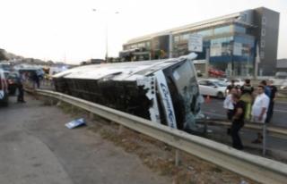 Pendik'te yolcu otobüsü devrildi, yaralılar...