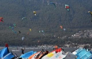 Rüzgar ve uçurtma sörfü tutkunları Gökova Körfezi'ne...