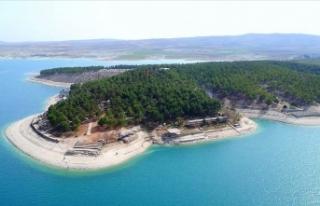 Salda'yı andıran kıyısıyla baraj gölü...