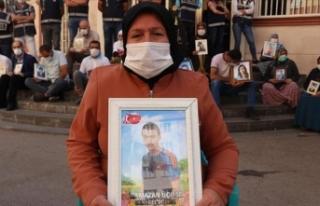 Diyarbakır anneleri çocuklarını beklemekten vazgeçmiyor