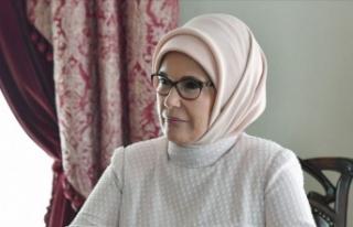 Emine Erdoğan'dan bilgisayar bağışı