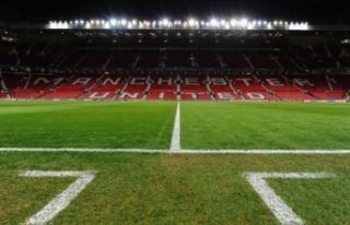 Manchester United, stadını Kovid-19'a göre...