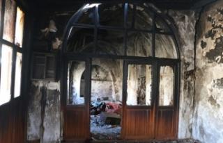 Çirkin saldırı: 130 yıllık camiyi ateşe verdiler