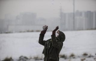 Ankaralılar güne kar yağışı ile uyandı
