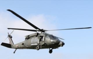 Askeri helikopter aydınlatma direğine çarptı