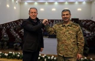 Bakü'ye sürpriz ziyaret: Türk askerleri ile...