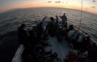 Çeşme ve Dikili açıklarında 44 sığınmacı...