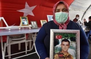 Evlat nöbetindeki anne: Oğlumu HDP ve PKK kaçırdı
