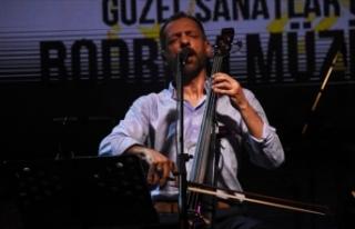 Aşk şarkılarının solisti kadına şiddetten hakim...