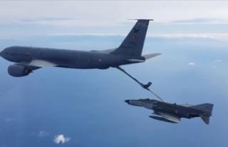 Doğu Akdeniz'de eğitim uçuşu: jet uçaklar...