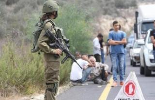İşgalci İsrail Filistinli ailenin evine taşlarla...