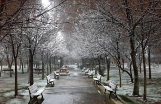 İstanbul'un yüksek kesimleri beyaza büründü