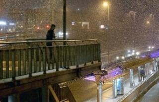 Beklenen kar İstanbul'da yağmaya başladı
