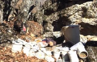Tunceli'de iki sığınak imha edildi