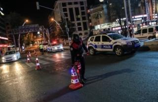 Türkiye genelinde uygulanan sokağa çıkma kısıtlaması...