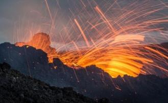 Patlayan volkan tefekkür ettirdi