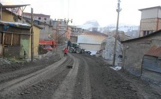 Hakkari'de hava soğuk, asfalt sıcak