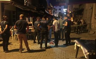 İzmir'de hareketli saatler! İki grubun tartışması kanlı bitti
